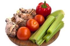 πόδια κοτόπουλου με τα λαχανικά Στοκ φωτογραφία με δικαίωμα ελεύθερης χρήσης