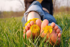 πόδια νεολαιών γυναικών στοκ φωτογραφίες με δικαίωμα ελεύθερης χρήσης
