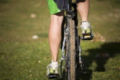 πόδια ποδηλάτων που οδηγ&o στοκ εικόνες