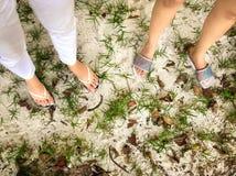 Πόδια σε μια παραλία στοκ εικόνα με δικαίωμα ελεύθερης χρήσης