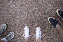Πόδια στην επιφάνεια βράχου επιχορήγησης Στοκ εικόνα με δικαίωμα ελεύθερης χρήσης