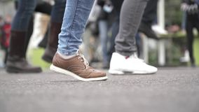 Πόδια στις μπότες δέρματος απόθεμα βίντεο