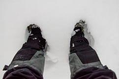 Πόδια στο χιόνι μανίκια στοκ εικόνα με δικαίωμα ελεύθερης χρήσης