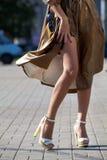 Πόδια του όμορφου κοριτσιού στα υψηλά τακούνια Στοκ φωτογραφία με δικαίωμα ελεύθερης χρήσης