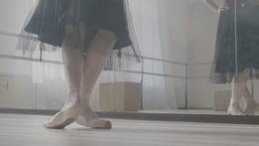 Πόδια του ballerina στα παπούτσια μπαλέτου απόθεμα βίντεο