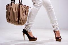 πόδια τσαντών στοκ φωτογραφία με δικαίωμα ελεύθερης χρήσης