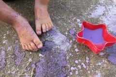 Πόδια χρωμάτων και παιδιών ` s Στοκ Φωτογραφίες