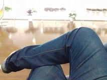 Πόδι της συνεδρίασης ατόμων cross-legged στο ύφος Στοκ Φωτογραφίες