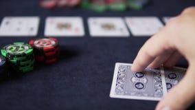 πόκερ Τέλος του παιχνιδιού Κινηματογράφηση σε πρώτο πλάνο πέντε καρτών απόθεμα βίντεο