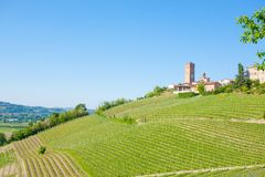 Πόλης άποψη Barbaresco, Langhe, Ιταλία στοκ φωτογραφία
