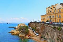 Πόλης παράκτια οδός Ελλάδα της Κέρκυρας Στοκ φωτογραφίες με δικαίωμα ελεύθερης χρήσης