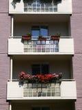 Πόλη: νεωτεριστικά μπαλκόνια διαμερισμάτων Στοκ φωτογραφίες με δικαίωμα ελεύθερης χρήσης