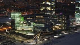Πόλη νύχτας, κτήρια με το φωτισμό απόθεμα βίντεο