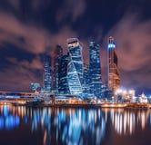 Πόλη ` πολυόροφων κτιρίων ` Μόσχα στο φωτισμό νύχτας στοκ φωτογραφίες με δικαίωμα ελεύθερης χρήσης