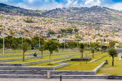 Πόλη στα βουνά και τους λόφους, λιμάνι νησί του Φουνκάλ, Μαδέρα στην Πορτογαλία Στοκ Εικόνες