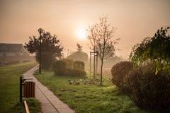 πόλη στην ομίχλη πρωινού Στοκ φωτογραφίες με δικαίωμα ελεύθερης χρήσης