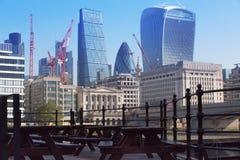 Πόλη της άποψης του Λονδίνου από τον ποταμό Τάμεσης, Walkie-Talkie το κτήριο και τους σύγχρονους ουρανοξύστες Λονδίνο UK Στοκ φωτογραφίες με δικαίωμα ελεύθερης χρήσης