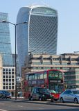 Πόλη της άποψης του Λονδίνου από τον ποταμό Τάμεσης, Walkie-Talkie το κτήριο και τους σύγχρονους ουρανοξύστες Λονδίνο UK Στοκ Φωτογραφίες