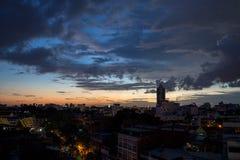 Πόλη της Ασίας τή νύχτα στοκ εικόνες