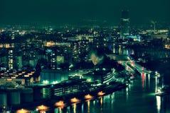 Πόλη της Βασιλείας τη νύχτα σε έναν πράσινο τόνο HDR Στοκ Εικόνες