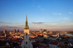 Πόλη της εικονικής παράστασης πόλης ηλιοβασιλέματος της Μπρατισλάβα Στοκ Εικόνα