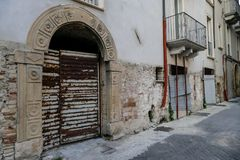 Πόλη της Ιταλίας Ortona στην αδριατική θάλασσα με το μεγάλο μεσαιωνικό κάστρο λιμένων και τη συμπαθητική ιστορική περιοχή του κεν Στοκ Εικόνα