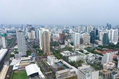 Πόλη της Μπανγκόκ και σύγχρονα κτίρια γραφείων κατά την εναέρια άποψη Στοκ Εικόνες