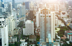 Πόλη της Μπανγκόκ και σύγχρονα κτίρια γραφείων κατά την εναέρια άποψη Στοκ εικόνες με δικαίωμα ελεύθερης χρήσης