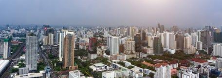 Πόλη της Μπανγκόκ και σύγχρονα κτίρια γραφείων κατά την εναέρια άποψη Στοκ Φωτογραφία