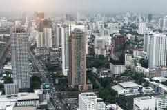 Πόλη της Μπανγκόκ και σύγχρονα κτίρια γραφείων κατά την εναέρια άποψη Στοκ Εικόνα