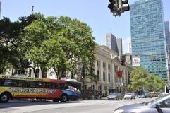 Πόλη της Νέας Υόρκης, στις 2 Ιουλίου: Άποψη δημόσια βιβλιοθήκης στο Μανχάταν από πόλη της Νέας Υόρκης στις Ηνωμένες Πολιτείες Στοκ Φωτογραφίες