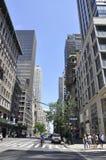 Πόλη της Νέας Υόρκης, στις 2 Ιουλίου: Ουρανοξύστες από τη Πέμπτη Λεωφόρος στο Μανχάταν από πόλη της Νέας Υόρκης στις Ηνωμένες Πολ Στοκ εικόνα με δικαίωμα ελεύθερης χρήσης
