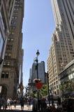 Πόλη της Νέας Υόρκης, στις 2 Ιουλίου: Ουρανοξύστες στη Πέμπτη Λεωφόρος στο Μανχάταν από πόλη της Νέας Υόρκης στις Ηνωμένες Πολιτε Στοκ εικόνες με δικαίωμα ελεύθερης χρήσης