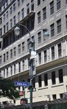 Πόλη της Νέας Υόρκης, στις 2 Ιουλίου: Πινακίδα με τη Πέμπτη Λεωφόρος στο Μανχάταν από πόλη της Νέας Υόρκης στις Ηνωμένες Πολιτείε Στοκ Εικόνες