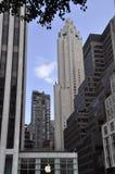Πόλη της Νέας Υόρκης, την 1η Ιουλίου: Ουρανοξύστες από τη Πέμπτη Λεωφόρος στο Μανχάταν από πόλη της Νέας Υόρκης στις Ηνωμένες Πολ Στοκ φωτογραφία με δικαίωμα ελεύθερης χρήσης