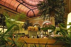 Πόλη της Νέας Υόρκης, την 1η Ιουλίου: Το εσωτερικό ξενοδοχείων Plaza από τη Πέμπτη Λεωφόρος στο της περιφέρειας του κέντρου Μανχά Στοκ εικόνες με δικαίωμα ελεύθερης χρήσης