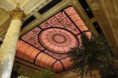 Πόλη της Νέας Υόρκης, την 1η Ιουλίου: Το εσωτερικό ξενοδοχείων Plaza από τη Πέμπτη Λεωφόρος στο της περιφέρειας του κέντρου Μανχά στοκ εικόνες