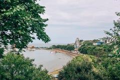 Πόλη της Ρωσίας, Βλαδιβοστόκ, στις 18 Αυγούστου 2015, θάλασσα, ακτή, πόλη στοκ εικόνα