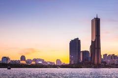 Πόλη της Σεούλ και ουρανοξύστης, yeouido μετά από το ηλιοβασίλεμα, Νότια Κορέα στοκ φωτογραφίες