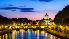 Πόλη του Βατικανού, Ρώμη, Ιταλία, όμορφη δονούμενη εικόνα Panoram νύχτας Στοκ φωτογραφίες με δικαίωμα ελεύθερης χρήσης