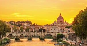 Πόλη του Βατικανού όπως βλέπει από τον ποταμό Tiber στην ημέρα στο βίντεο νυχτερινού σφάλματος απόθεμα βίντεο