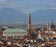 Πόλη του ΒΙΤΣΕΝΤΣΑ στην Ιταλία και το μνημείο αποκαλούμενο ΒΑΣΙΛΙΚΗ PALLADIAN Στοκ φωτογραφίες με δικαίωμα ελεύθερης χρήσης