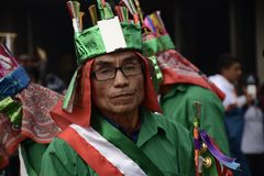 Πόλη του Μεξικού, Μεξικό 11 Δεκεμβρίου 2018: Οι προσκυνητές γιορτάζουν τους εορτασμούς στη βασιλική του Guadalupe στοκ φωτογραφίες