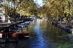 Πόλη του Annecy, κανάλι Thiou, κραμπολάχανο, Γαλλία Στοκ Εικόνα