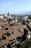 Πόλη του Annecy, στέγες, εκκλησία και λίμνη, κραμπολάχανο, Γαλλία Στοκ εικόνα με δικαίωμα ελεύθερης χρήσης