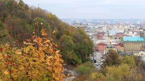 Πόλη φθινοπώρου από το βουνό φιλμ μικρού μήκους