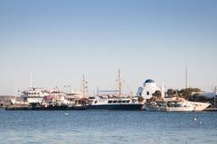 Πόλη Antiparos με την εκκλησία, Ελλάδα Στοκ εικόνα με δικαίωμα ελεύθερης χρήσης