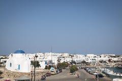 Πόλη Antiparos με την εκκλησία, Ελλάδα Στοκ εικόνες με δικαίωμα ελεύθερης χρήσης