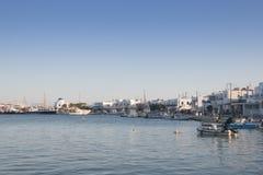 Πόλη Antiparos με την εκκλησία, Ελλάδα Στοκ Εικόνες