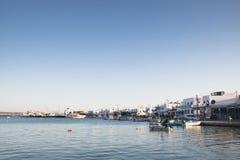 Πόλη Antiparos με την εκκλησία, Ελλάδα Στοκ φωτογραφία με δικαίωμα ελεύθερης χρήσης